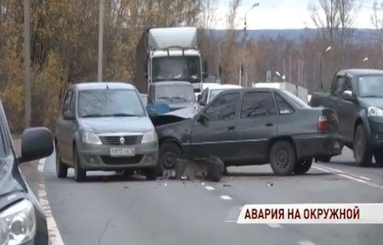 При столкновении иномарок на окружной дороге Ярославля пострадала девушка