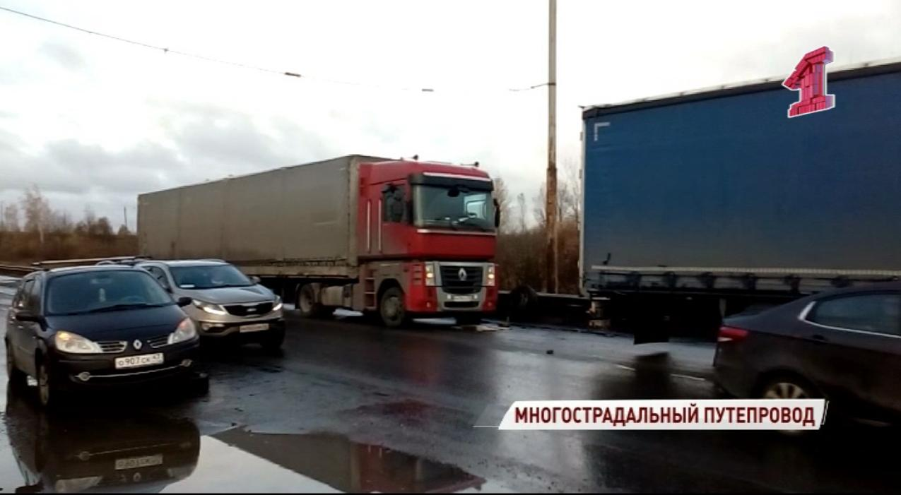 На Суринском путепроводе в Ярославле теперь страдают и грузовики