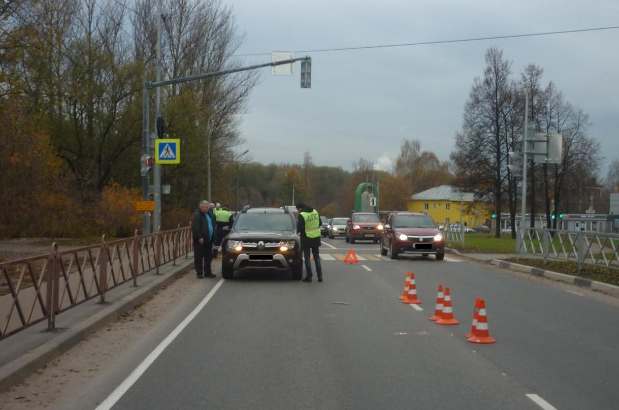 Недалеко от Октябрьского моста в Ярославле внедорожник насмерть сбил пешехода