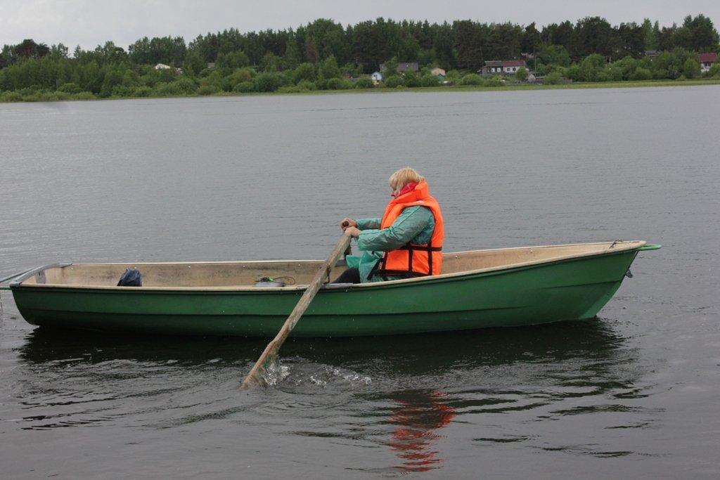 Почтальон из Рыбинска на весельной лодке проплыла расстояние, равное пути от Северного до Южного полюса