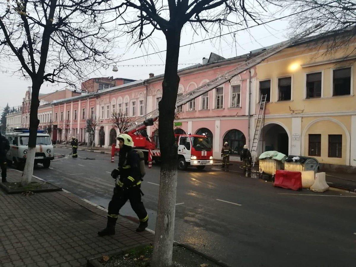 СК взял на контроль ситуацию по факту пожара с двумя погибшими в центре Ярославля: видео