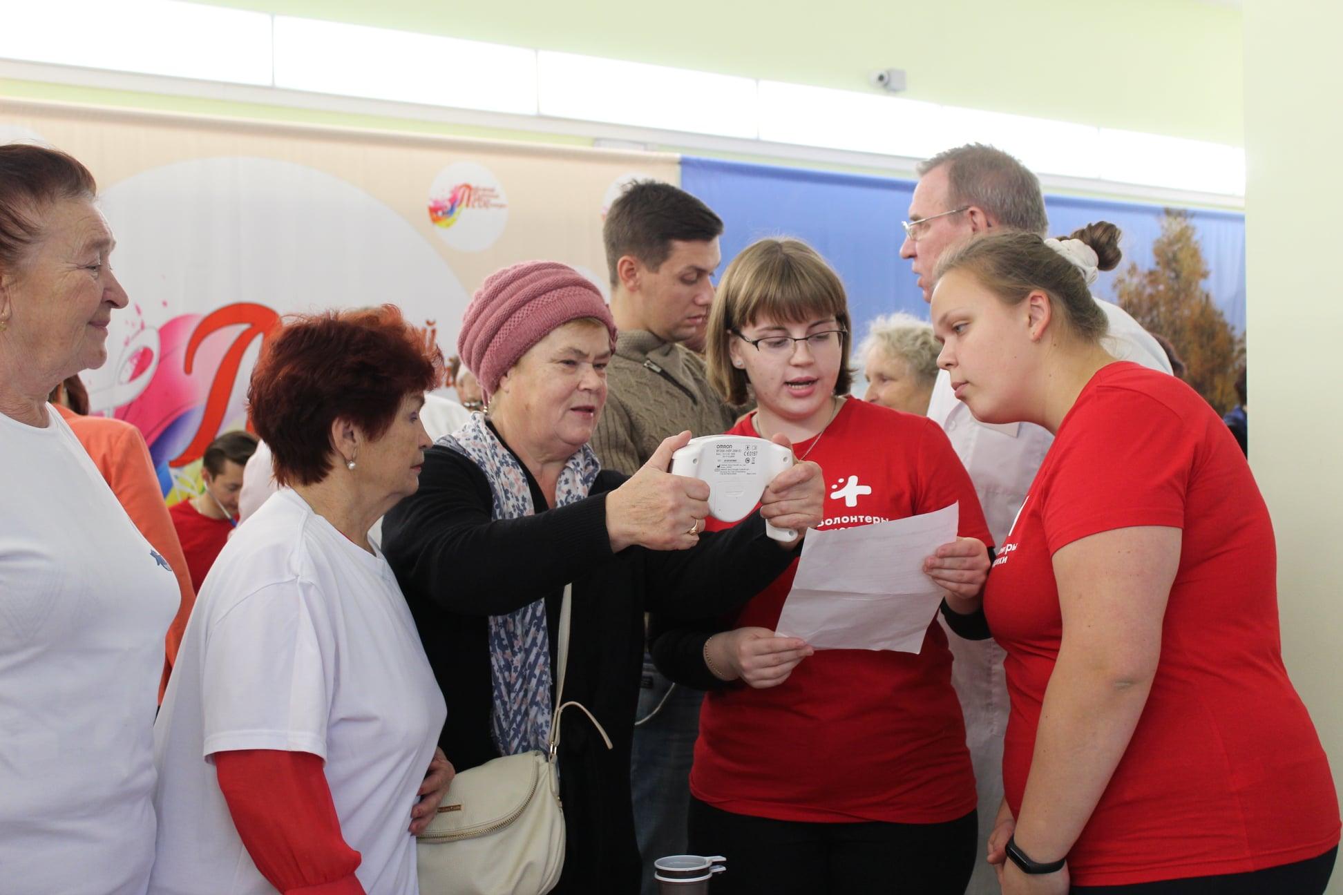В «Академии здоровья» жители Любимского района проверили состояние сосудов и посетили мастер-класс по скандинавской ходьбе