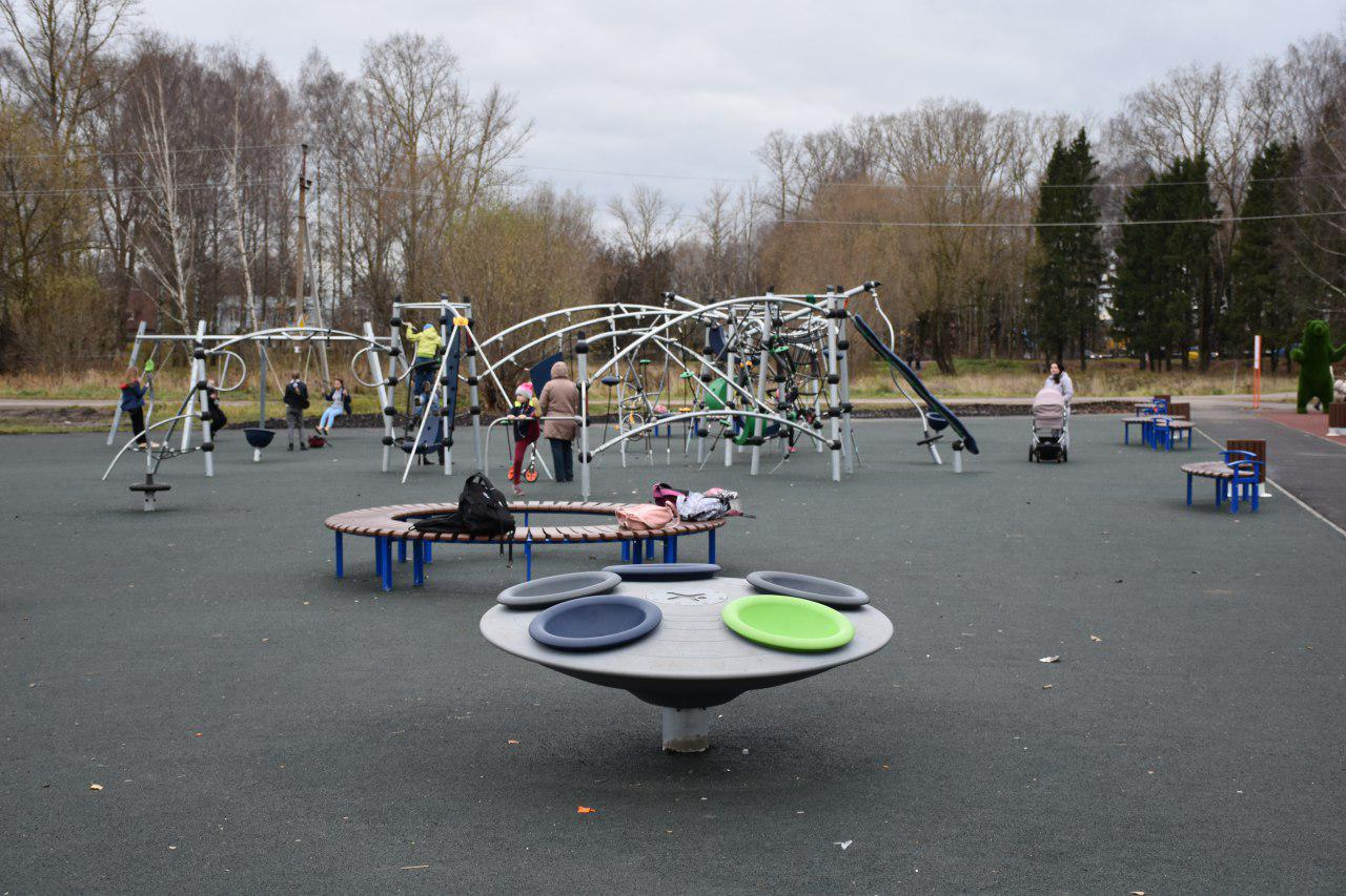 В переславском парке Победы по программе «Решаем вместе!» установили детскую и спортивную площадки