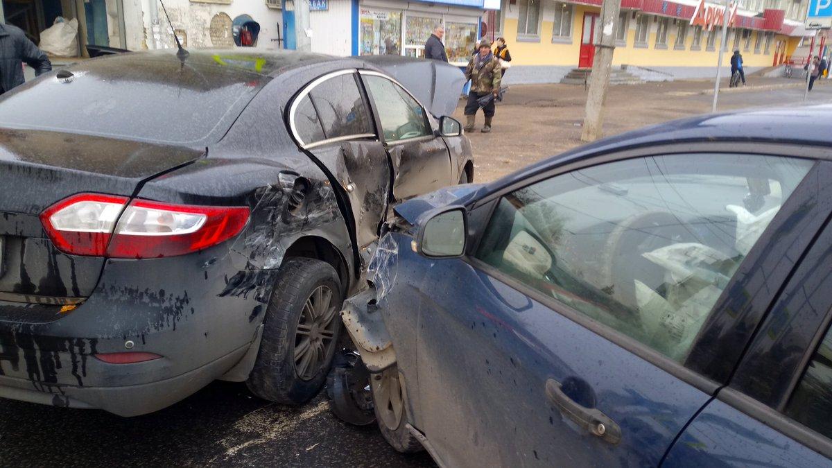 На перекрестке в Рыбинске при столкновении иномарок пострадали две женщины