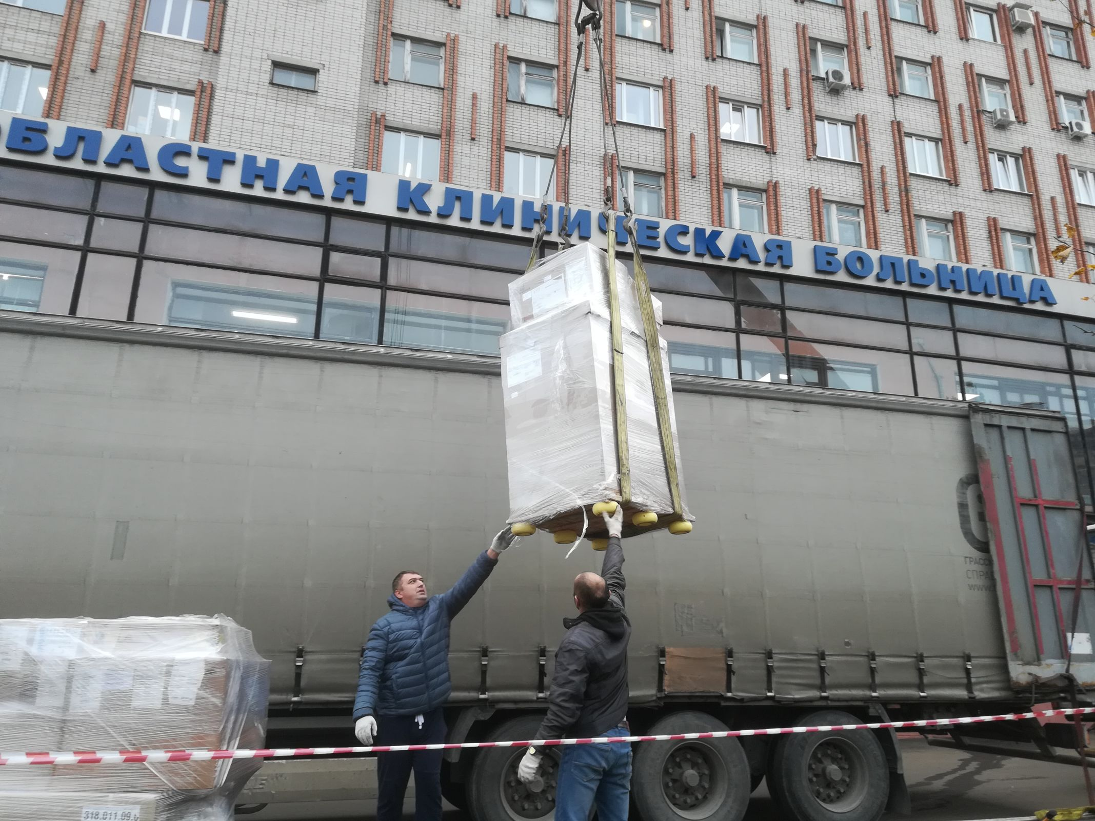 В областную больницу в Ярославле привезли современную установку за 55 миллионов рублей