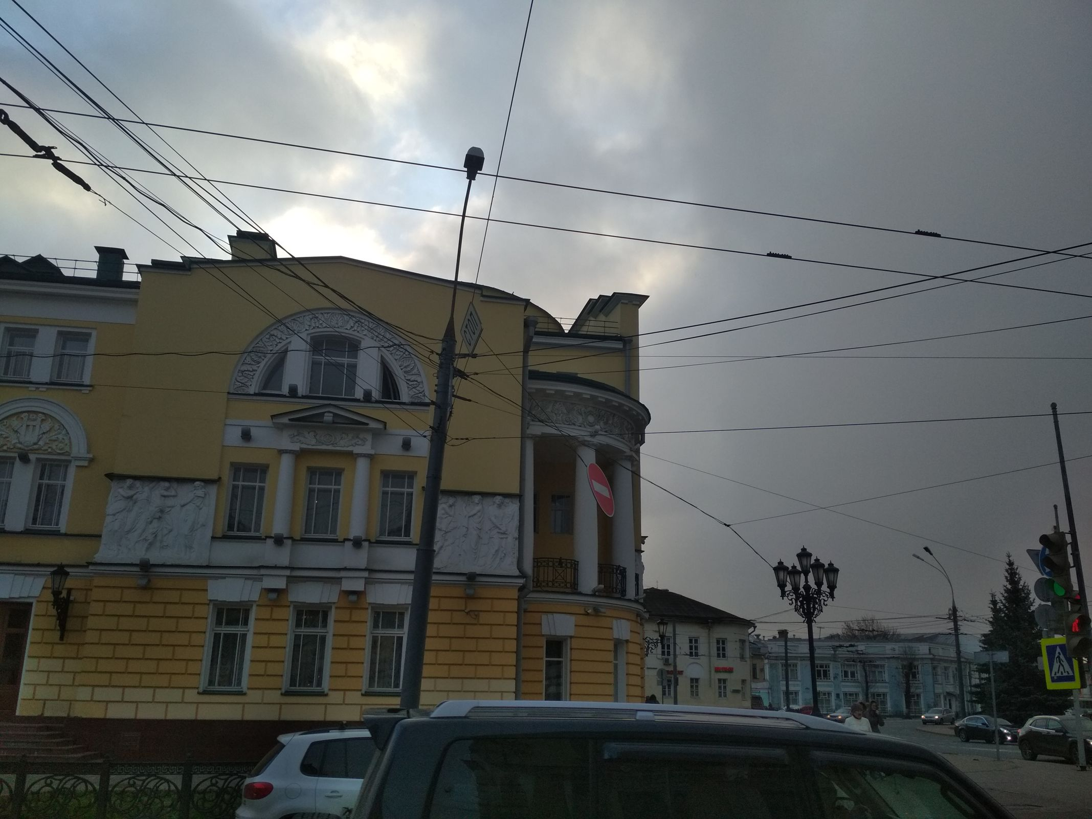 Буйство стихии ночью в Ярославле привело к разрушениям по всему городу: фото