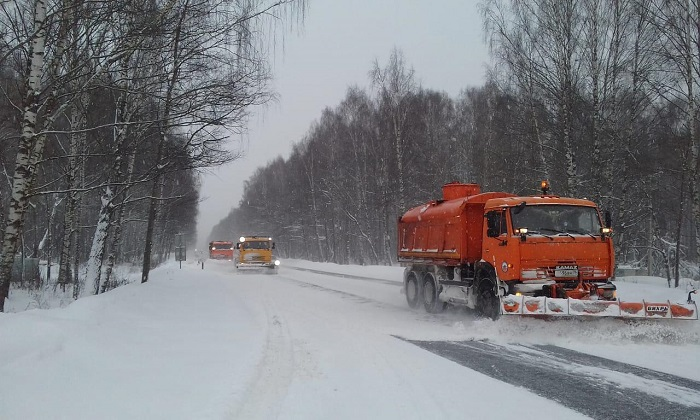 Последствия снегопада на региональных дорогах в Ярославской области устраняют порядка 130 единиц техники