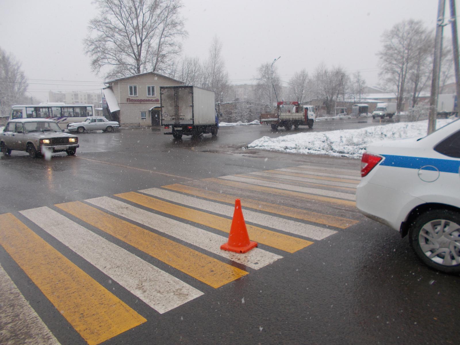 В Ярославской области водитель иномарки сбил 18-летнюю девушку