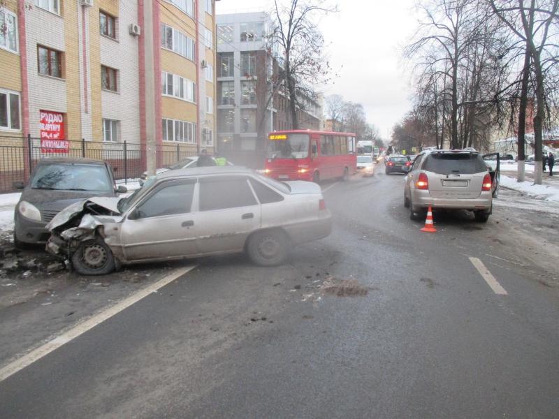 В Ярославле в тройном ДТП пострадали три человека