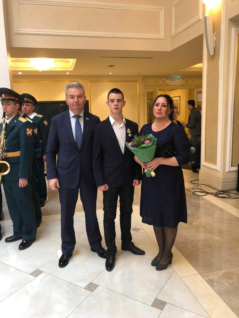17-летнего ярославца наградили за мужество при задержании преступника