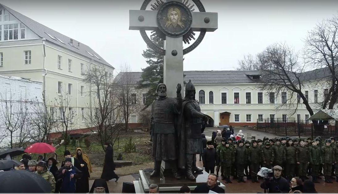 Дмитрий Миронов открыл в Ярославле памятник Минину и Пожарскому