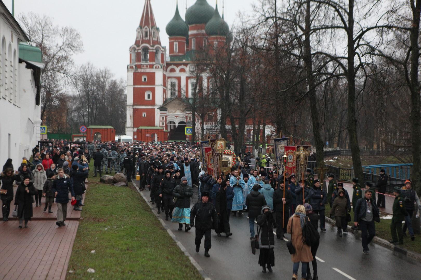 Более трех тысяч человек приняли участие в праздничном митинге в Ярославле