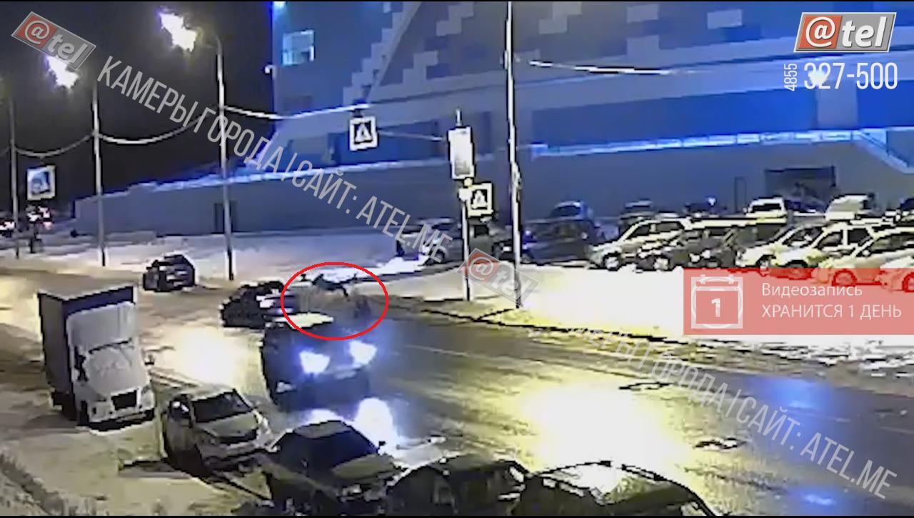 В Рыбинске водитель сбил двух пешеходов на переходе