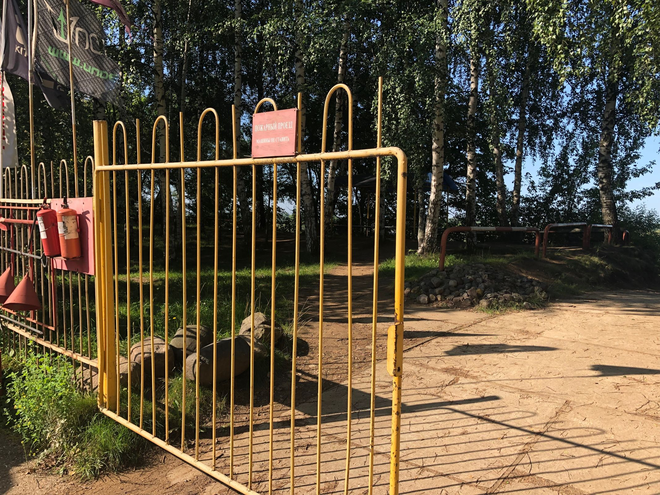 В Ярославле спортклуб обвинили в незаконном захвате участка земли напротив Стрелки