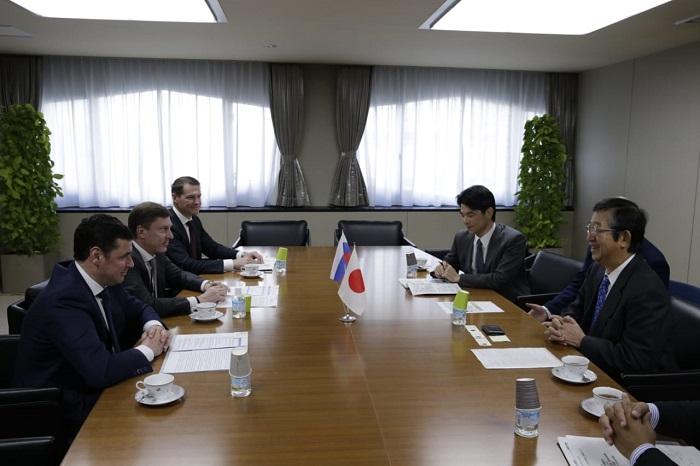 Дмитрий Миронов провел переговоры с руководством концерна «Komatsu»: что обсудили