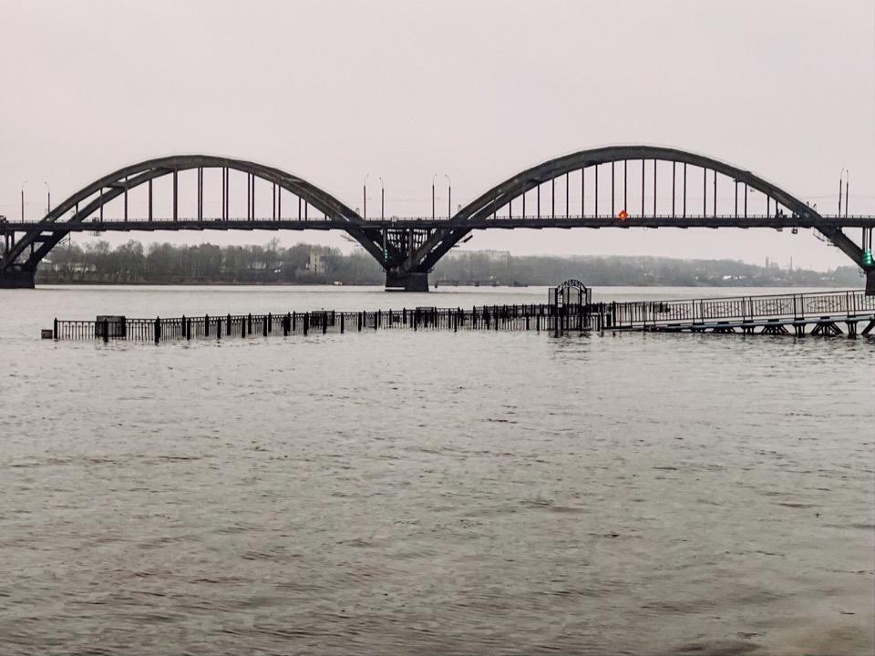 Причал под водой: Волга грозит выйти из берегов