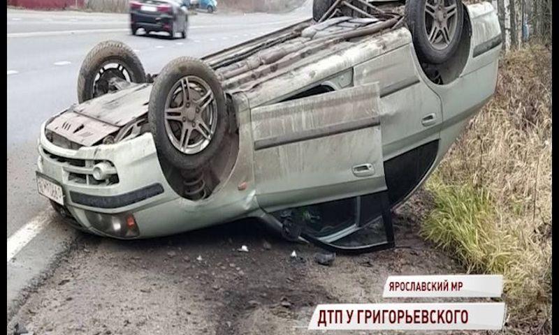 В Ярославском районе иномарка перевернулась вверх колесами