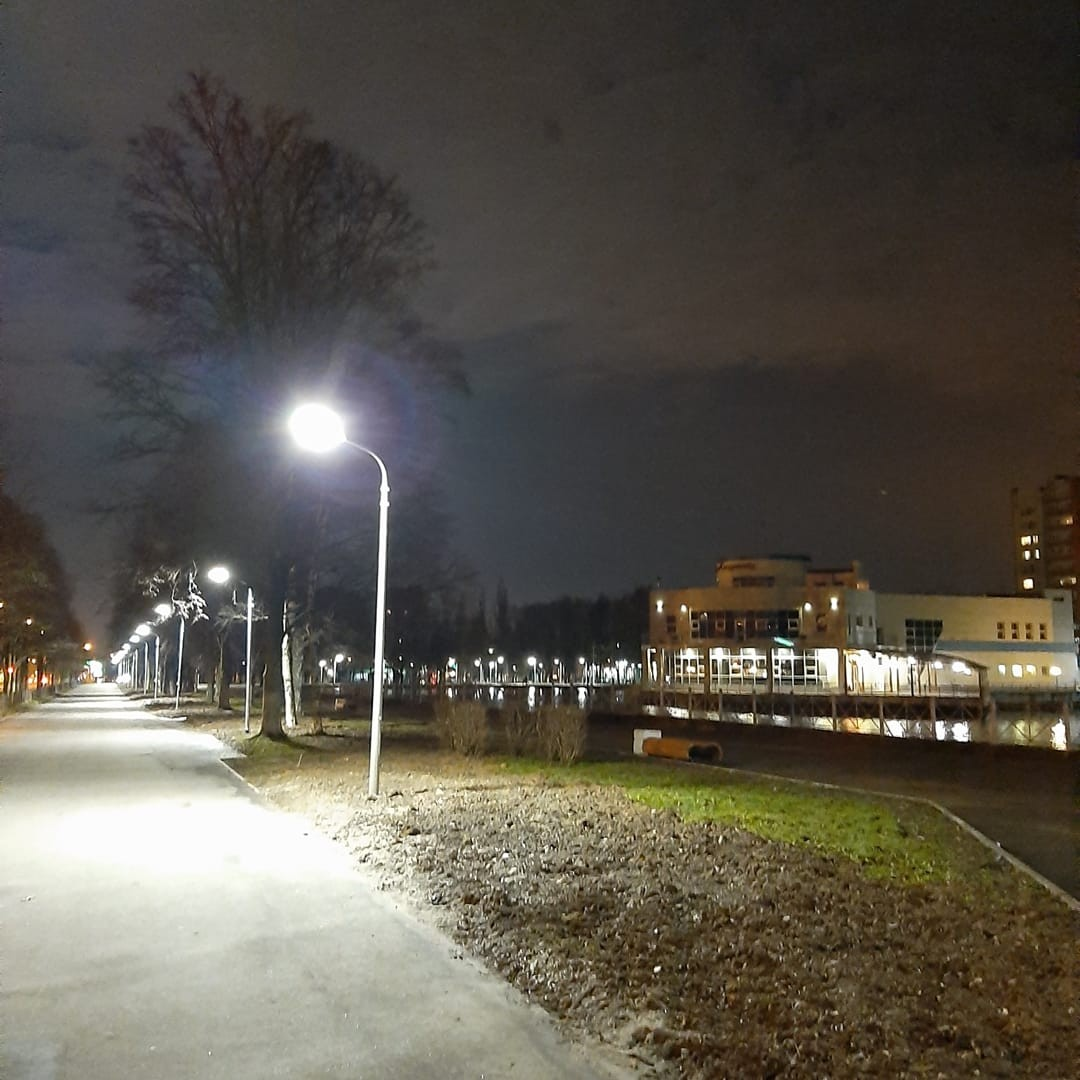 В отремонтированном парке в Дзержинском районе после сообщений в соцсетях восстановили освещение