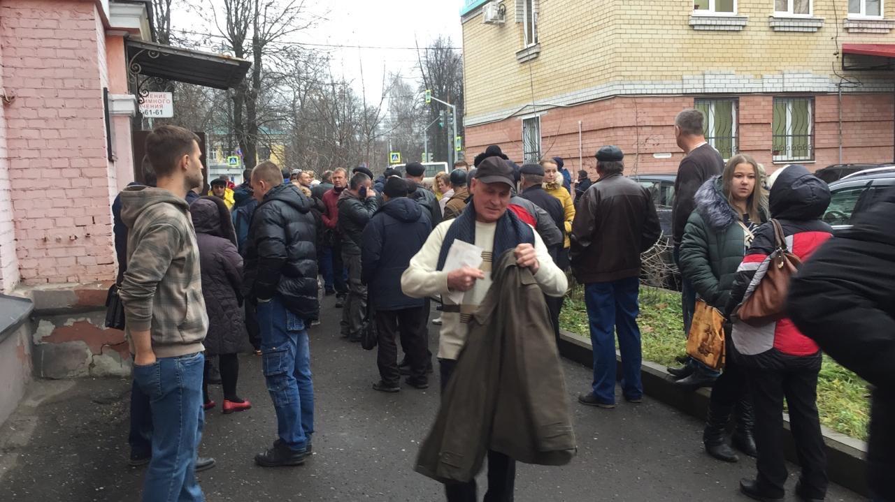 В Ярославле из наркологической больницы эвакуируют людей: фото