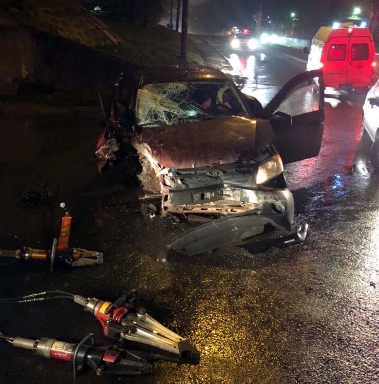 Недолгая погоня: уходя от полиции, пьяный водитель в Рыбинске на скорости влетел в опору моста