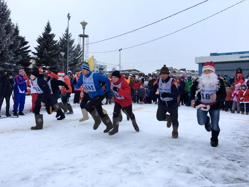 В Рыбинске Деды Морозы побегут со Снегурочками в валенках наперегонки
