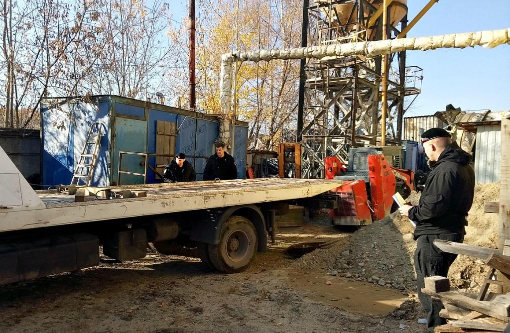 В Ярославской области у должника арестовали лесовоз и грузовик