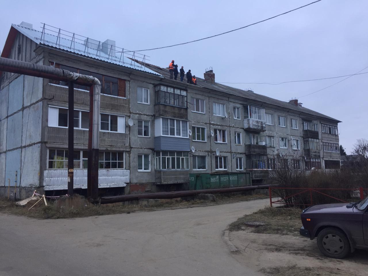 В Ярославском районе ремонтируют крыши, пострадавшие от урагана