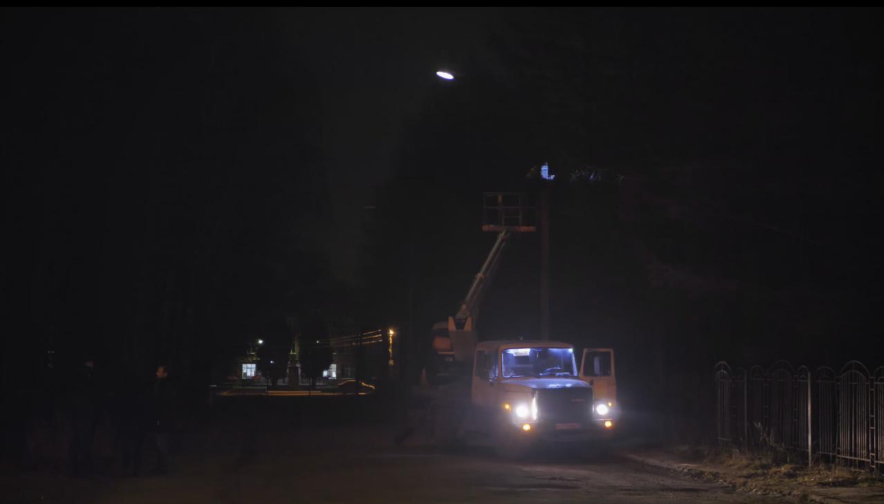 В Брагине зажигают потухшие фонари: власти города откликаются на просьбы в соцсетях