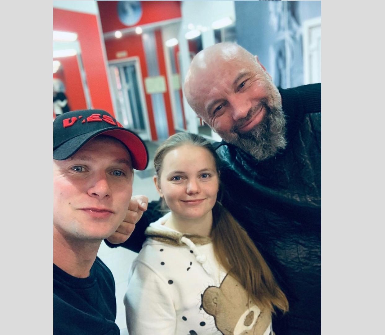 Актер Роман Курцын помогает ярославне с ограничениями по здоровью найти работу