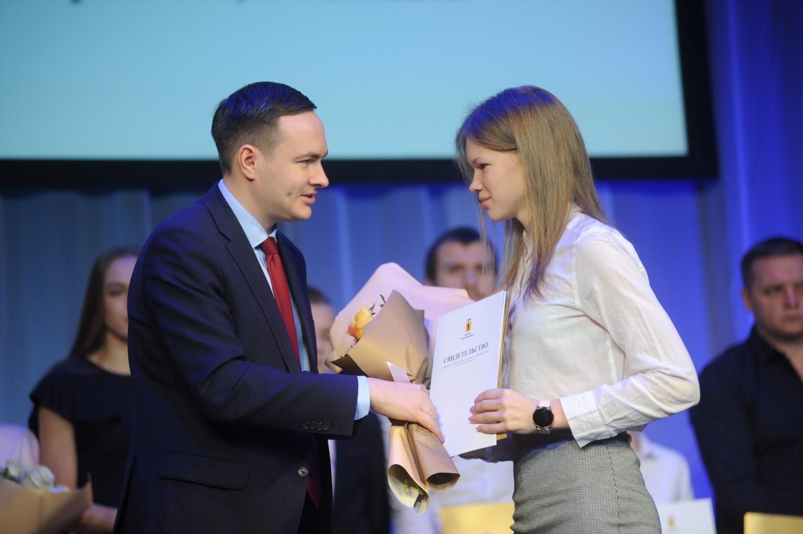60 одаренных детей из Ярославской области удостоены губернаторских стипендий