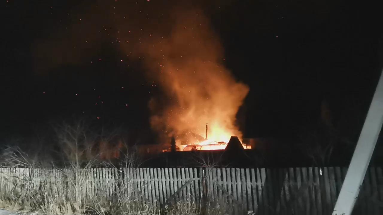 В Ярославской области у санатория разгорелся пожар: видео