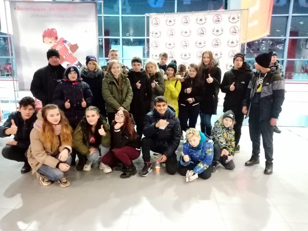 В Ярославле следователи сводили ребят из детдома на хоккей