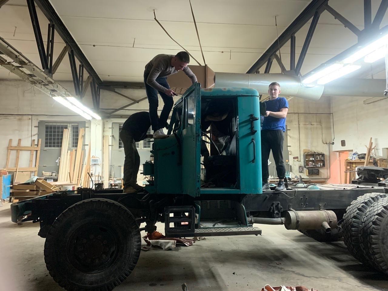 Ярославские студенты восстанавливают уникальный автомобиль: фото