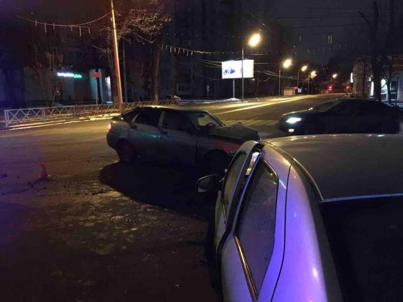 Ночью в центре Ярославля разбились две машины: пострадали четверо
