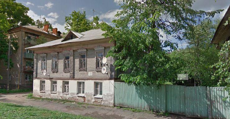 В Ярославской области женщина вместе с сыном живут в бывшем здании школы