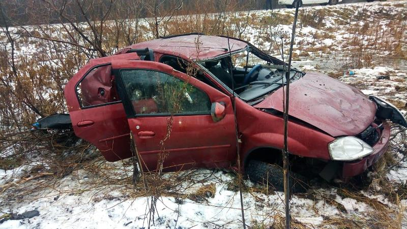 В Ярославской области иномарка совершила кульбит в кювет: пострадал водитель