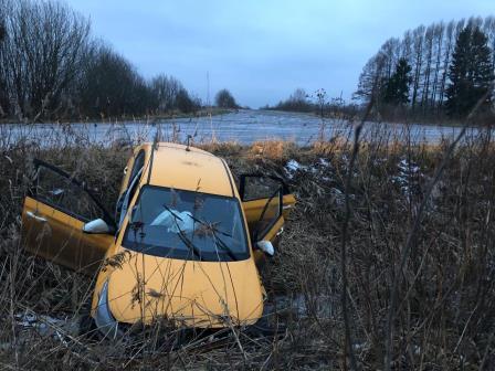 Под Ярославлем пьяный водитель вылетел в кювет и погубил пассажира