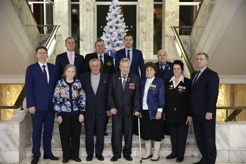 Героям Отечества вручили памятные подарки