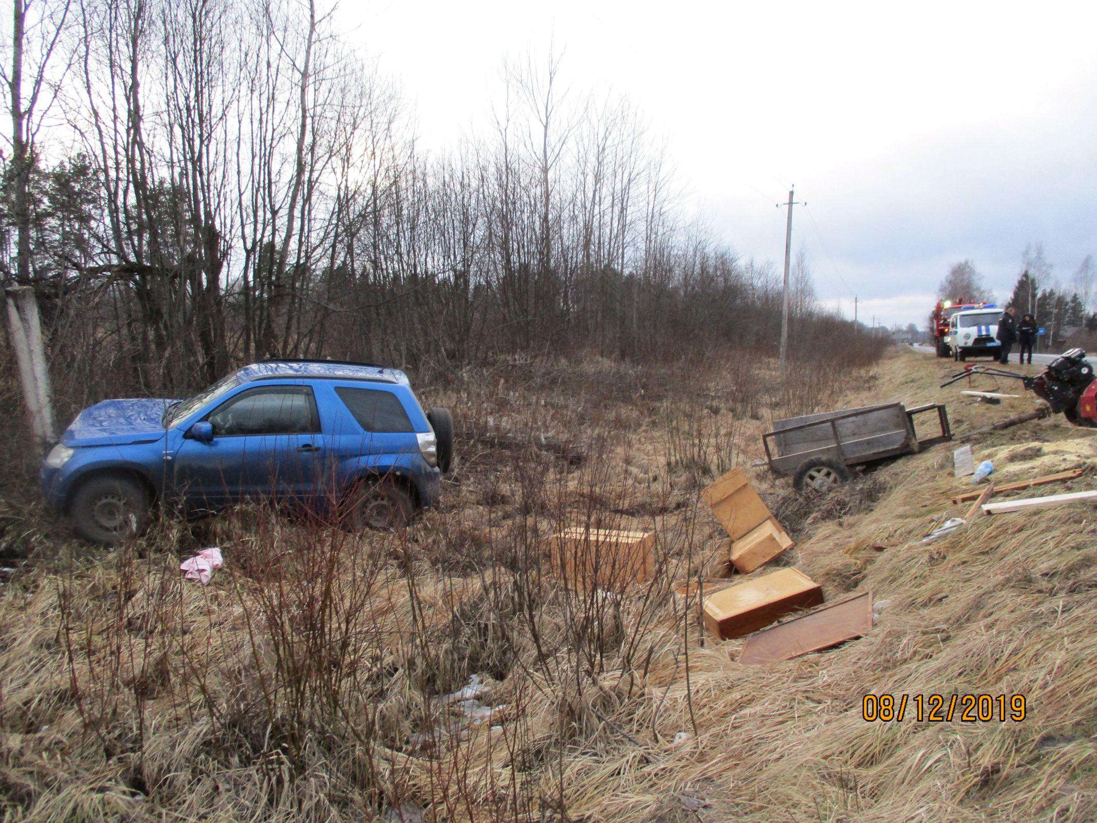 В Ярославской области женщина на иномарке столкнулась с мотоблоком
