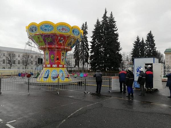 Новогодние аттракционы на главной площади Ярославля проверили на безопасность