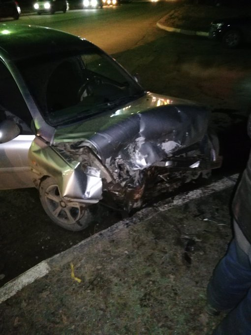 В Ярославской области иномарки превратились в груду металла в результате ДТП: пострадал водитель