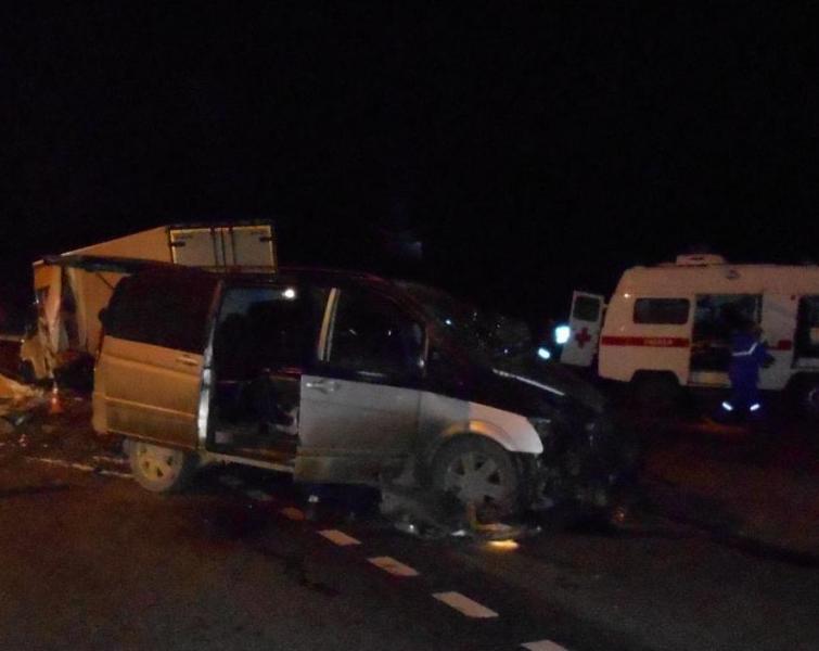 В Ярославской области «Мерседес» столкнулся с грузовиком: трое пострадавших