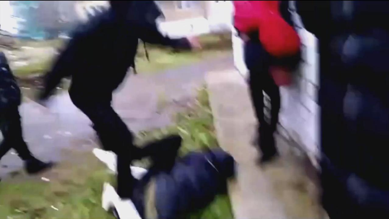 СК проведет проверку по факту видео, где подростки избивают сверстника в Ярославской области