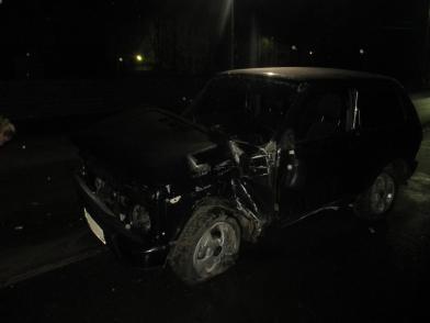 В Ярославской области пьяный водитель снес знак и врезался в стену дома: двое пострадавших