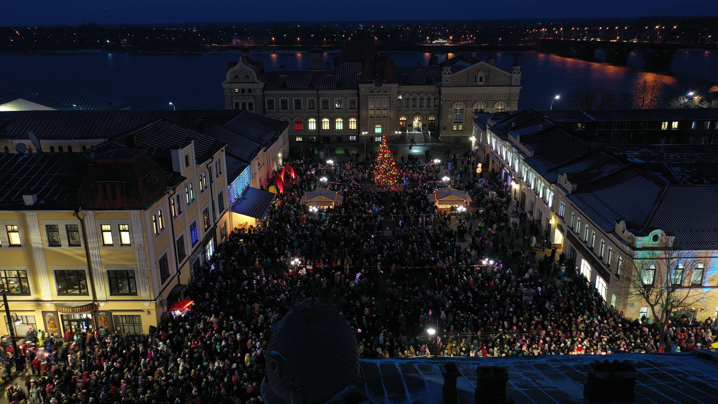 «НаШествие Дедов Морозов»: 2020 участников и 12 тысяч зрителей – фото