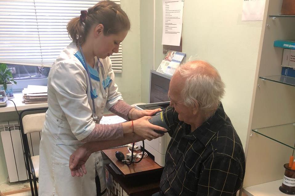 Около 800 сельских пенсионеров из Рыбинского района бесплатно доставили в больницу на диспансеризацию