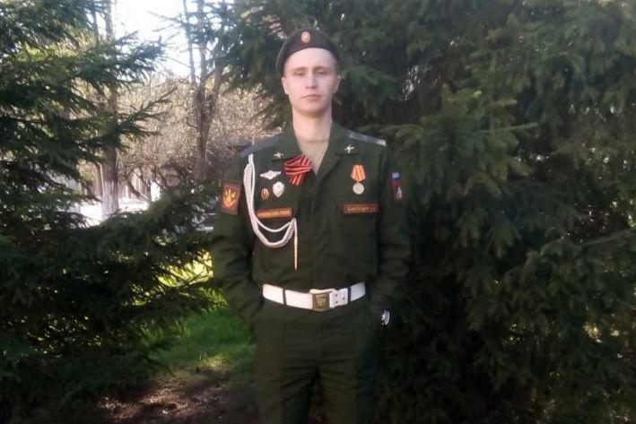«Зашел в душ, а там парень плакал»: ярославец открыл секрет, как облегчить себе службу в армии