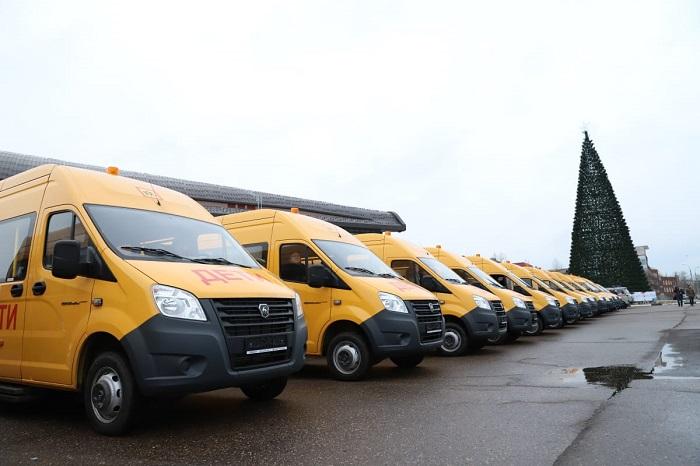 Дмитрий Миронов: сегодня мы отправили в районы 25 новых школьных автобусов