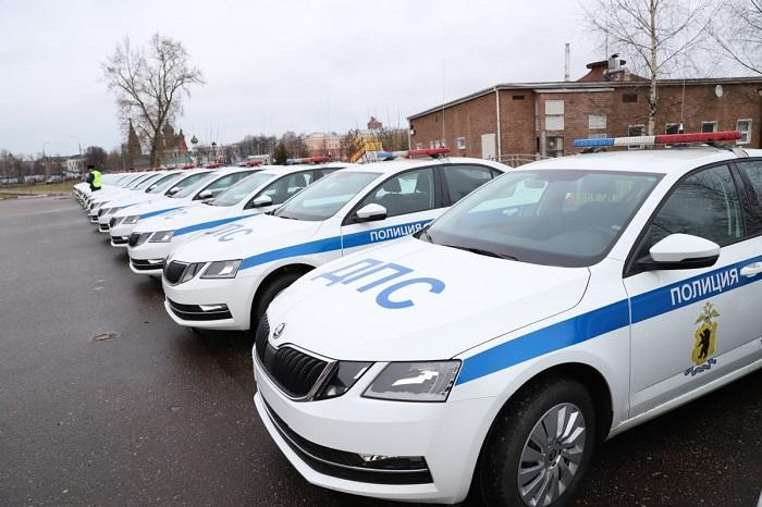 Подразделения ярославской областной ГИБДД оснастили новыми патрульными машинами