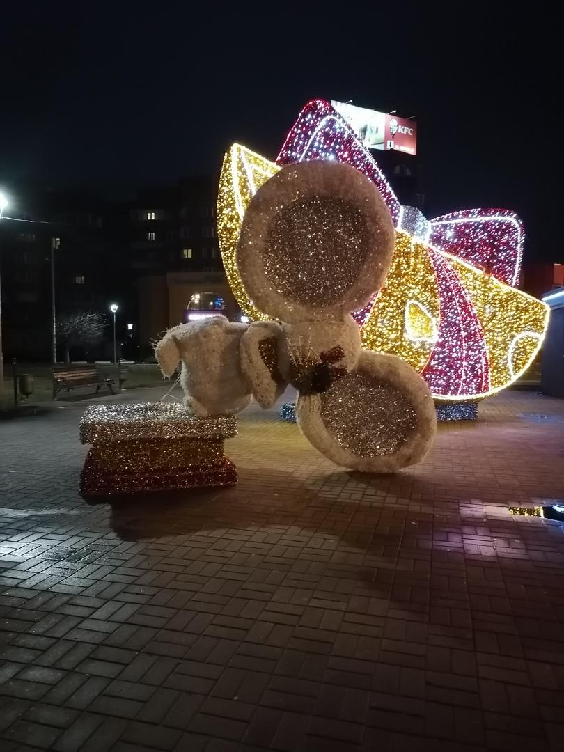 Унесенные ветром: у театра в Ярославле символы года покинули свои пьедесталы